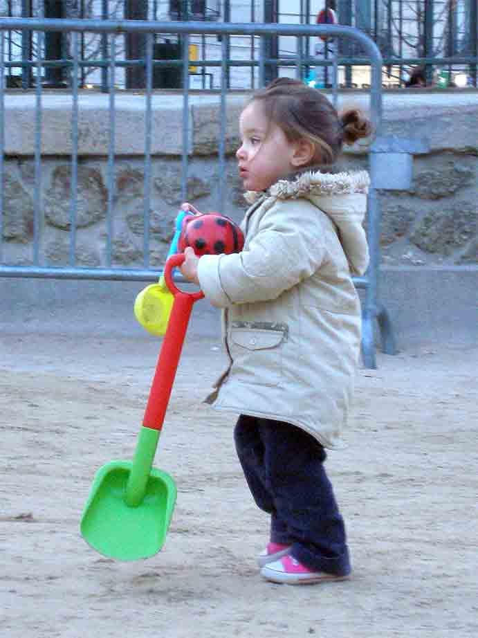 http://loudianou.free.fr/10/bonzom/childwood.jpg