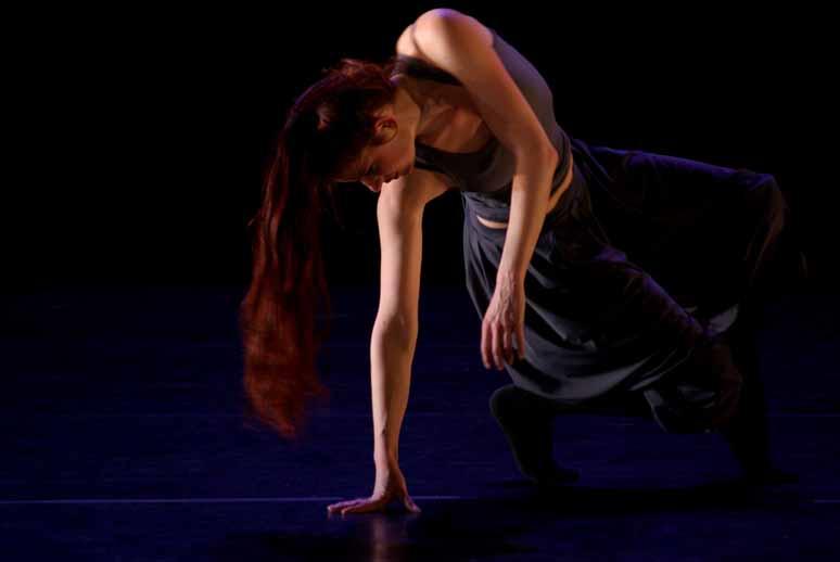 http://loudianou.free.fr/10/theatre/delles/delles%20(1).JPG