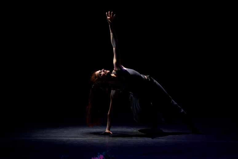 http://loudianou.free.fr/10/theatre/delles/delles%20(2).JPG