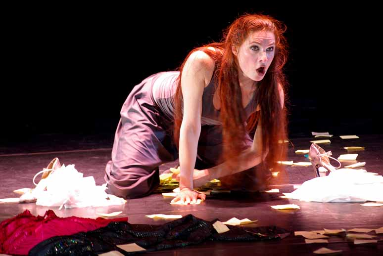 http://loudianou.free.fr/10/theatre/delles/delles%20(4).JPG